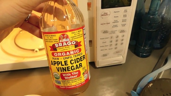 Cleaning Your Microwave with Apple Cider Vinegar