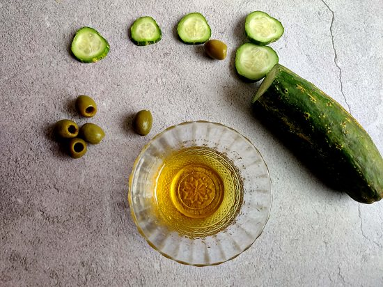 Cucumber and Olive Oil for Face1