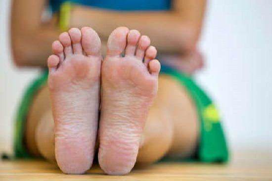 Castor Oil for Dry Feet1