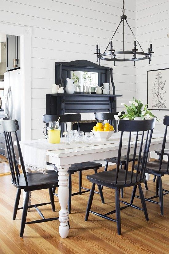 Black and White Decor for Eating Room